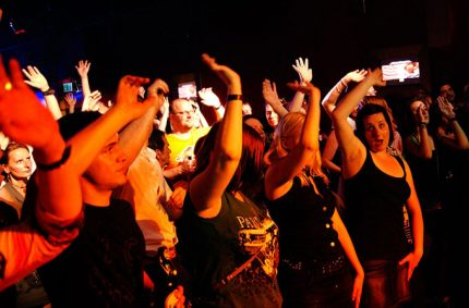 Bochum puts their hands in the air!!!! – photo by Manfred Rodewyck
