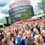 Fans jubeln im Bermudadreieck Pamela Falcon zu, beim Musik-Festival Bochum Total