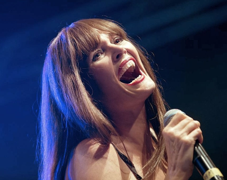 """Glitzernder Pop von Pamela Falcon und den """"Voice""""-Stars - Pamela-Falcon-ZeltFestivalRuhr2013-foto-Ingo-Otto-WAZfotopool"""