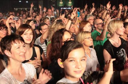 Das Publikum für Pamela Falcon am Zeltfestival Ruhr 2013 – Foto: Frank Oppitz
